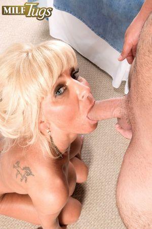 Blonde lady Stormy Lynne sucks off a..