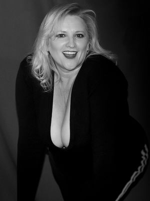 saggy matures cleavage 112 blondes..