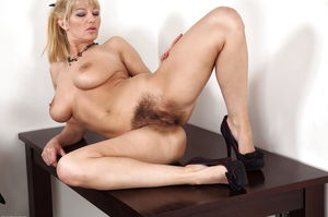 Hairy Mature Blonde MILF Vanessa -..