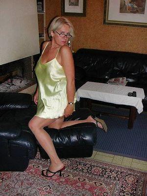 Mature Beauty - Annick 64 - 44 beelden..