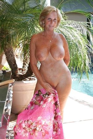Amateur matures and grannies - Pics -..