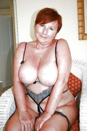 Moms and bras 33, grannys, saggy tits..