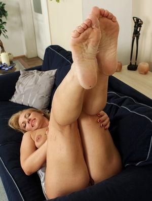 Hungarian Women Foot Worship - Pics -..
