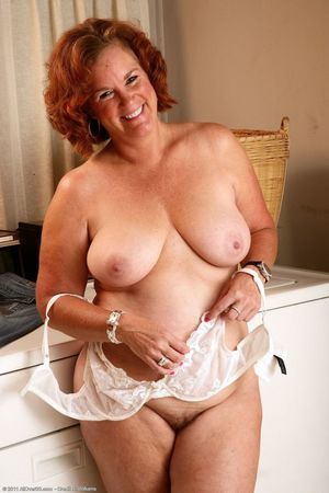 Mature woman chubby nude