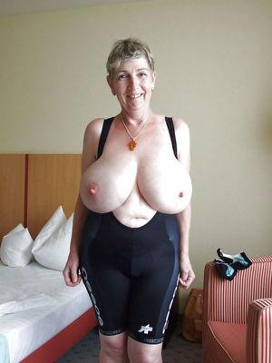 Busty Women - 7 Фотки..