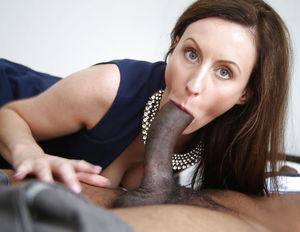 British Milf Lara Latex Sucking..
