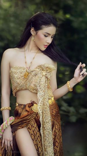 Beautiful Thai girl in Thai..