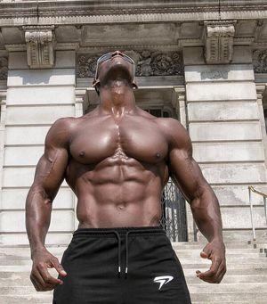 Huge Black Man N ° 3879