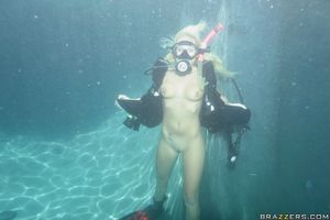 Fucking Angelina Ashe under water in a..