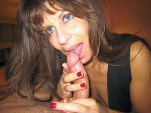 mature milf exposing pussy giving blow..
