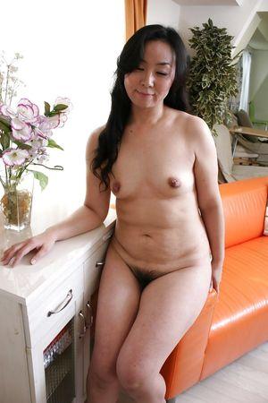 Asian MILF Takako Nishazawa posing..