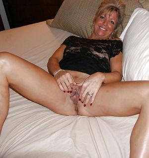 Beautiful Mature Females - 76 beelden..
