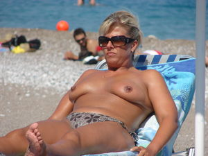 Women topless sunbathing sorgusuna..