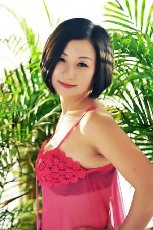 ID  Dating pretty Asian woman Hong, 51..