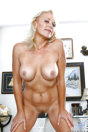 Stunning mature blonde showing off..
