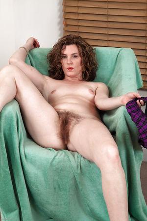 Hairy amateur Sofia Matthews..