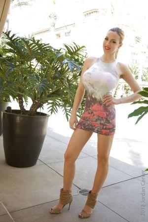 Want her heels - 4 imgs - xHamster