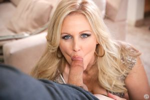 Julia Ann making deepthroat mature..