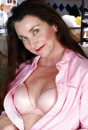 Mature Beauty - Claretta - Pics -..