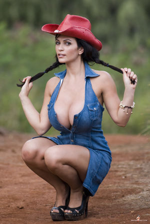 cow girl denise milani - Lowbird - Der..