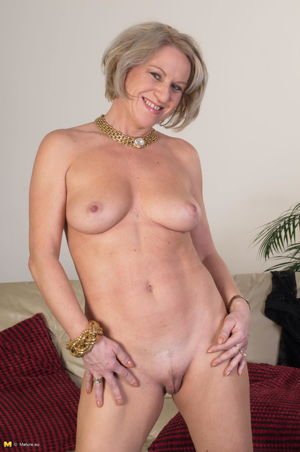 Naked Mature Lady Pictures