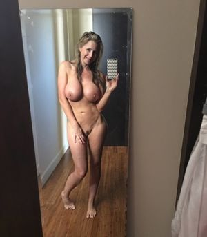 One Hot Milf Selfie! - Flipmeme