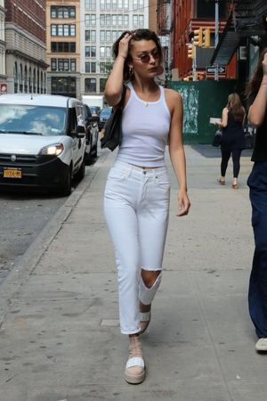 Bella Hadid Braless (100 Photos)..