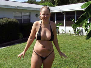 Chubby and BBWs in Bikinis - PornHugo