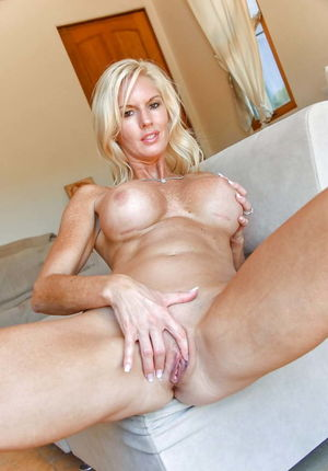 Sexy and beautiful Matures and MILF -..