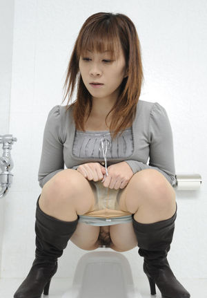 Censored Japanese Toilet (Girls..