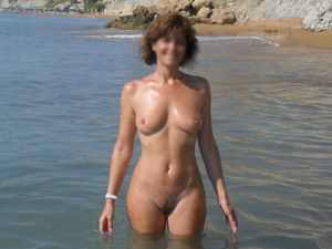 Hot mature wife beach porn -..