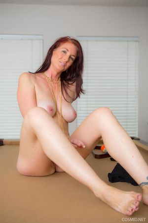 Redhead babe Andy Adams strips out of..