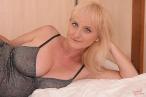 Mature blond Monik gets boned and..