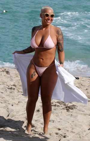 HOT! Amber Rose Topless On The..