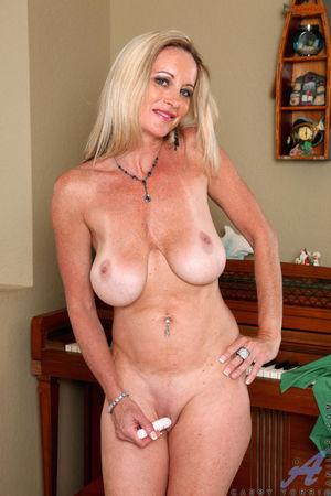 Classy mature woman Cassy Torri toys..