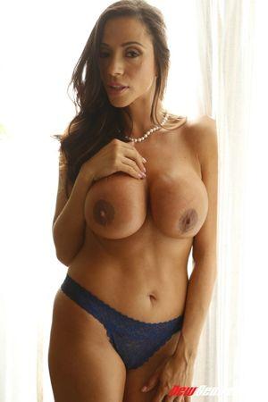 Busty brunette Ariella Ferrera shows..