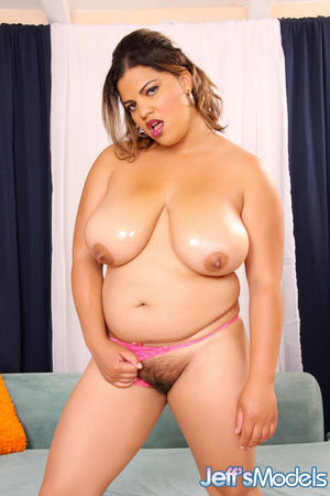bigtits plumper lady spice naked woman..