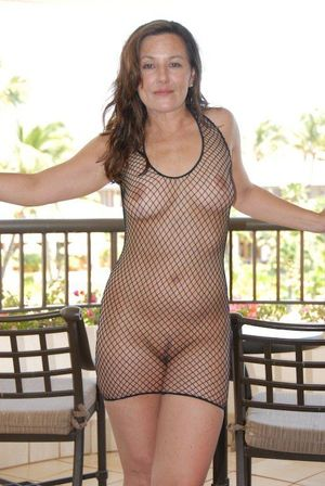 I needs more of this milf nudity