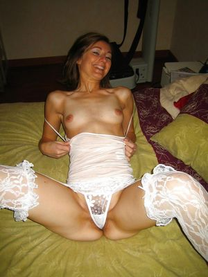 Skiny milf homemade pictues