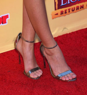 Sarah Hyland - Celebrity Foot and Shoes