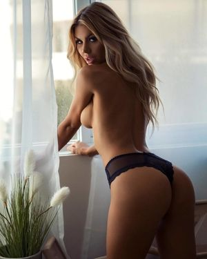 Who is Sexiest Kikiaposs Cute Butt