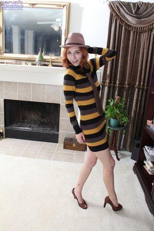 Amateur teen babe Nancy Reid posing in..