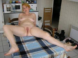 Home Porn Jpg Sexy mature wife posing