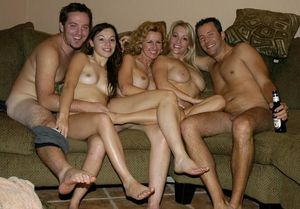 Bachelor party orgy on Oral Girlfriends