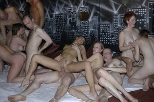 amateur fivesome,Amateur Swingers..