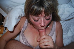 Eileen is A very sexy lady at Amateur..