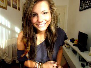 winnie puuh girl brunette green eyes..
