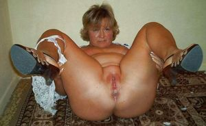 Mature and granny spread pussy 34 -..