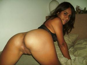Arab girls showing ass and pussy-porno..