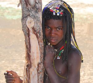 Young african tribe girls-adulte..